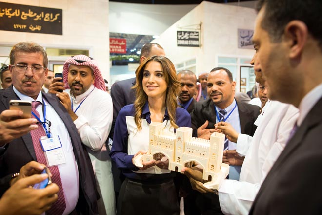 Rania incontra i giornalisti