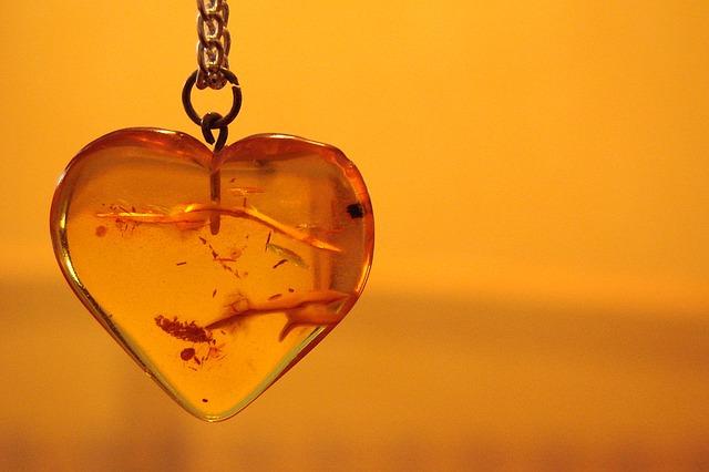 ambra pietra minerale