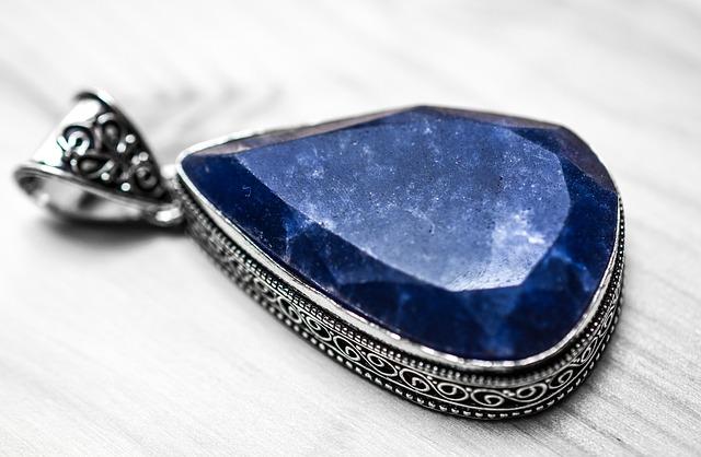 zaffiro blu pietra